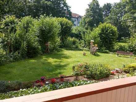 Helle 2-Zimmer-Wohnung mit schönem Gem.-Garten in praktischer Lage von E-Steele