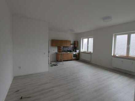 Bild_Helle Zweiraumwohnung mit Küchenzeile und Wannenbad