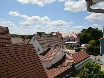 Gärtringen Zentrum: Hochwertige 4 Zi.-Maisonette Wohnung im DG