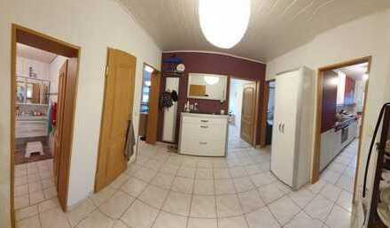 Sehr schöne, vollständig renovierte 3-Zimmer-Wohnung mit Balkon und Einbauküche in Kriftel