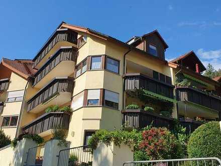 Gepflegte 3-Raum-Dachgeschosswohnung mit Balkon und Einbauküche in Bad Liebenzell