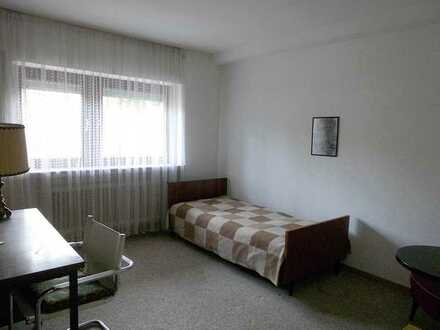 EUR 200,-- komplett! Kein Luxus, aber günstig in Weilrod-Riedelbach; Ruhiges Zimmer, auch als Büro