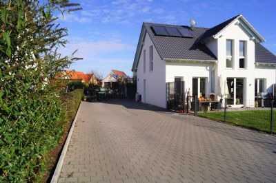 Schönes, Neues Einfamilienhaus mit Einliegerwohnung