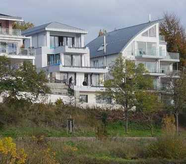 Wunderbare Rheinlage. Exklusive 2-Zimmer-Dachgeschosswohnung in Köln-Ensen