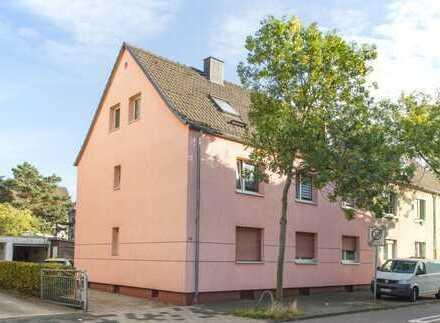 Voll vermietet - Kapitalanlage mit 239 m² Wfl., zwei Garagen und 421 m² Grund