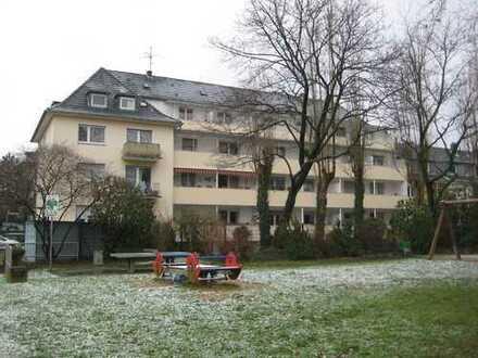 Großzügige, komplett sanierte 2-Zimmerwohnung mit Balkon in ruhiger Citylage, provisionsfrei