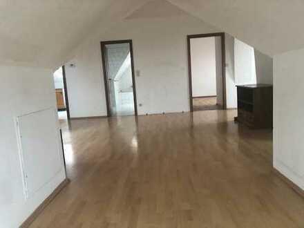 Besichtigung mögich- schöne 2,5 -Zimmer Dachgeschoss-Wohnung in Wülfel