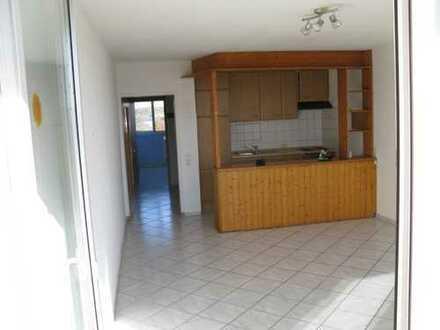 Gepflegte Wohnung mit zwei Zimmern sowie Balkon und EBK in Kandel