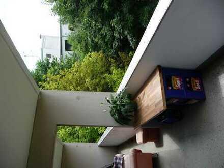 Möbliertes, helles Zimmer mit Balkon in Moosach nahe Olympiapark