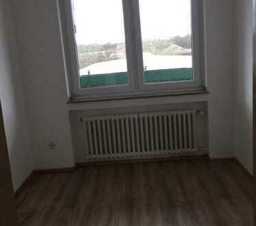 Vollständig renovierte 4-Zimmer-Wohnung mit Balkon in Bilderstöckchen, Köln