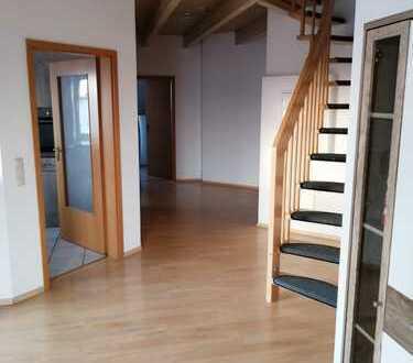Gepflegte 4-Zimmer-Maisonette-Wohnung mit Balkon und EBK in Dillingen