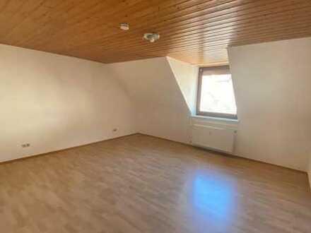 3-Zimmer Dachgeschosswohnung mit guter Verkehrsanbindung in Grünwettersbach