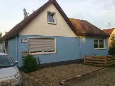 Zentrales, freistehendes Einfamilienhaus mit großem Garten + Garage in Köngen