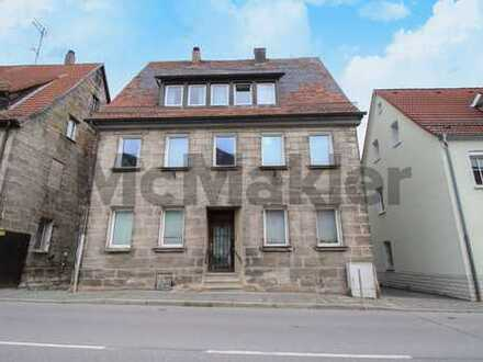 Zinshaus im Herzen von Hersbruck: Denkmalgeschütztes MFH mit Ausbaureserve