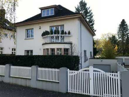 Großzügiges Einfamilienhaus mit Garage und schönem Garten