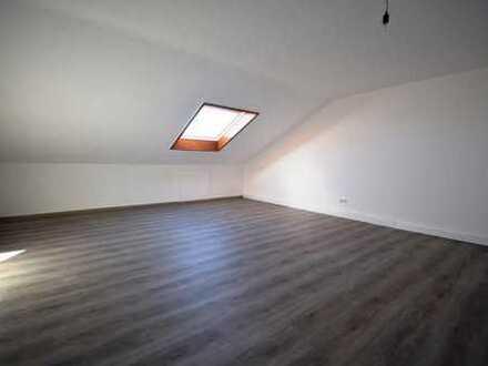 Bietigheim-Bissingen-Untermberg****1,5-Zi.-DG- Appartement sucht nette/n Mieter/in ( 1 Person)