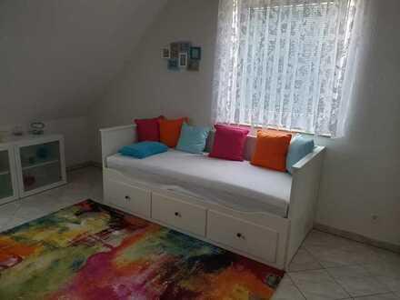 Zimmer in Einfamilienhaus an weibliche Person zu vermieten