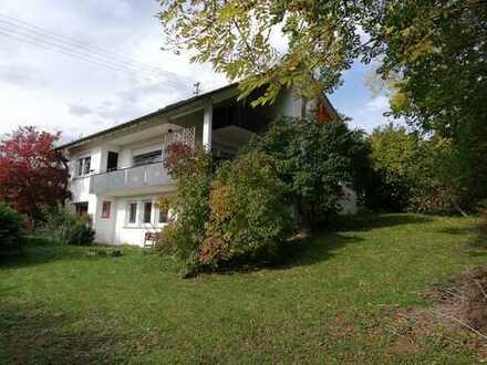 Solides Einfamilienhaus mit großem Garten