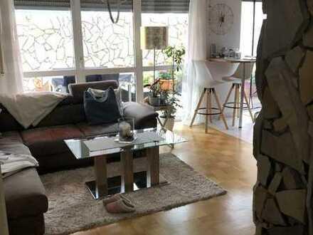 Stilvolle, geräumige 2,5-Zimmer-Wohnung im spanischen Flair