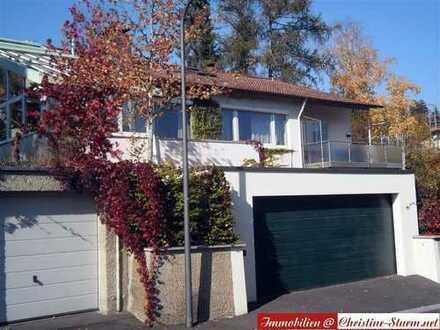 Gepflegtes, saniertes Wohnhaus - Viel Licht und Raum und ein wunderschön eingewachsenes Grundstück -