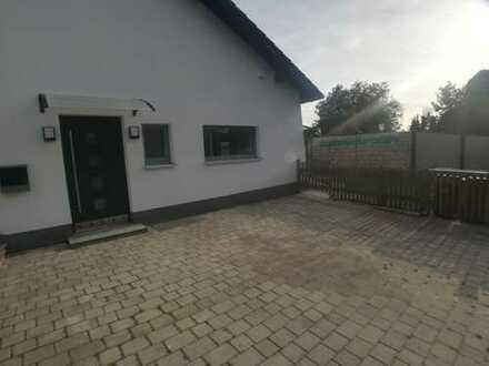 Neuwertige 2-Zimmer-Wohnung mit Garten in Mauerstetten, Steinholz