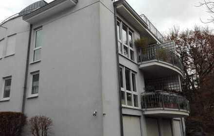 großzügige 3 Zimmerwohnung mit Galerie, Gäste-WC, Balkon, Garage