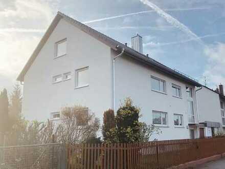 Vollständig renovierte 4,5-Zimmer-Wohnung mit Balkon und Einbauküche in Langenzenn