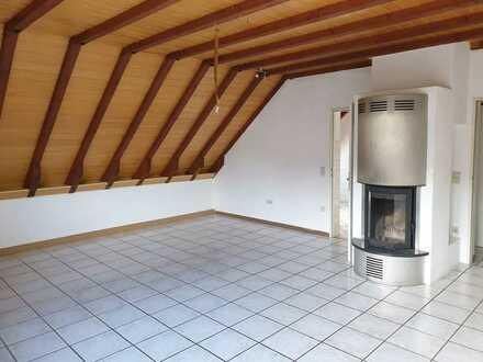 Große Dachgeschosswohnung in Züsch zu vermieten !