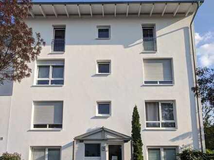 Stilvolle, gepflegte 2-Zimmer-Wohnung mit Balkon und Einbauküche in Frankfurt