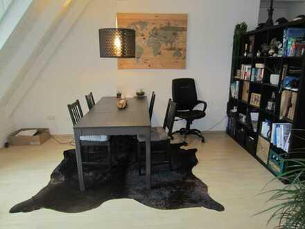 Schöne, gemütliche 2-Zimmer DG Wohnung an der Flutmulde