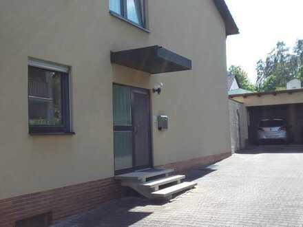 Gepflegte Erdgeschosswohnung mit 7 Zimmern und großer Diele.