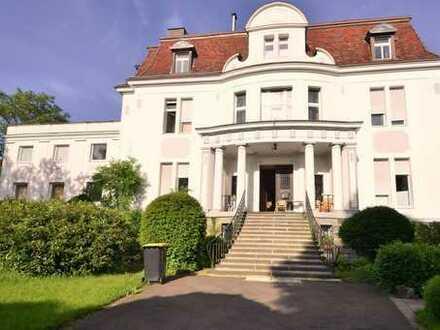 Geräumige, günstige und neuwertige 2-Zimmer-Wohnung in toller Villa!