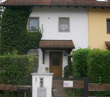 Gepflegte Doppelhaushälfte mit sieben Zimmern