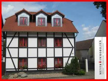Traumhafte Single-Dachgeschosswohnung inkl. EBK - richtig schick & fein!