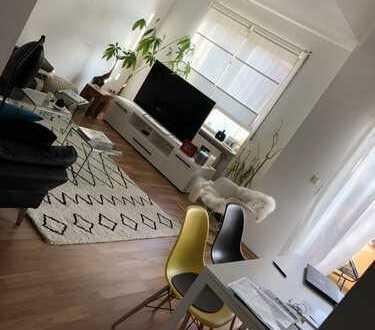 Helle sonnige 2,5-Zi-Maisonetten-Wohnung mit Balkon und Einbauküche (auch möbliert)