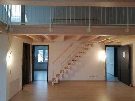 Neuwertig! stilvolle 2-Zimmer-DG-Wohnung mit Gallerie und Balkon in Freising