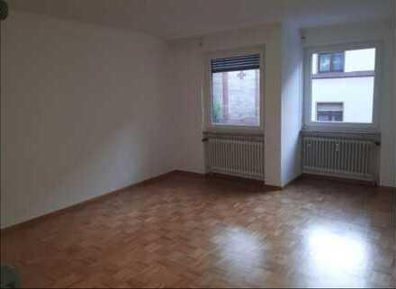 zentral gelegene, schöne 3-Zimmer-Wohnung mit Balkon und EBK im Lindenhof