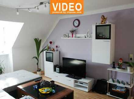 Helle 3 Zimmer-Dachgeschoss-Wohung mit Einbauküche. Sehr guter Verkehranbindung!