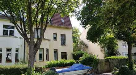 Ein- oder Dreifamilienhaus mit Potenzial in Bad Godesberg