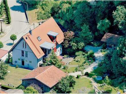 Gehobenes Einfamilienhaus mit großem, gepflegten Naturgarten