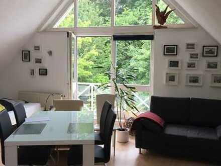 Wunderschöne 1-ZW, 3 Balkone, Blick ins Grüne, EBK, TG-Platz