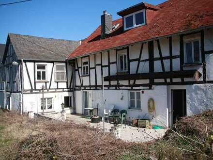 Fachwerkhaus zum Kauf in Scheidt, sanierungsbedürftig