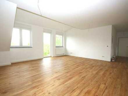 Neubau: Drei- bis vier Zimmer Wohnung mit großem Balkon!