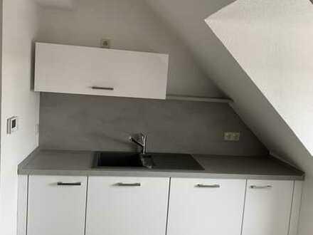 Erstbezug nach Sanierung: gemütliche 4-Zimmer-DG-Wohnung mit EBK in Pirmasens