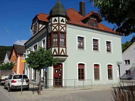 Wohnhaus mit Gewerbeeinheit in Mörnsheim