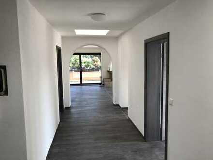 """Schönes, geräumiges vier Zimmer """"Penthouse"""" mit Balkon in München, Forstenried"""