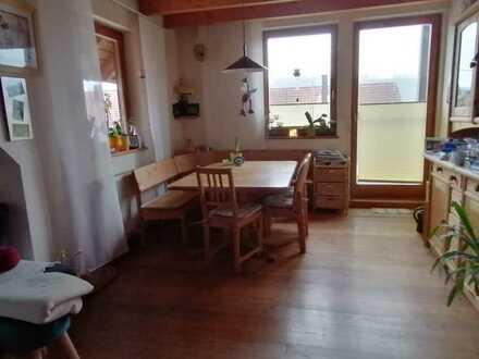 Gepflegte Wohnung mit fünf Zimmern sowie Balkon und EBK in Lauda-Königshofen