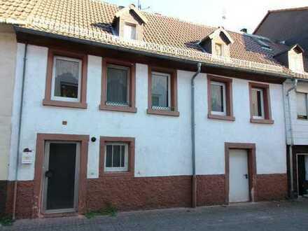 Reserviert! Kleines Altstadthaus mit Entwicklungsmöglichkeiten in Neckarsteinach