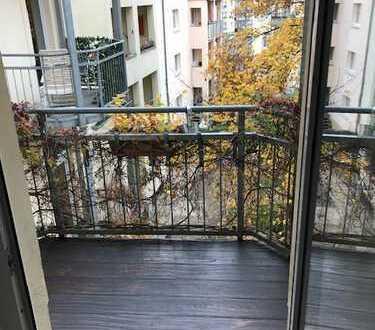 Sanierte 3-Zimmer-Wohnung mit zwei Balkonen und EBK in Dresden - Striesen-Ost