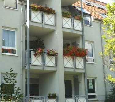 Schöne 2 Zimmer Wohnung mit Einbauküche! und Balkon! Ideal für Senioren oder Singles!